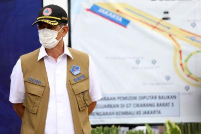 Doni Monardo dengan Sejumlah Pejabat Tinjau Penyekatan Mudik di Gerbang Tol Cikarang Barat