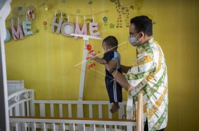 Berbagi dengan Yatim, Anies: Saatnya Berikan Perhatian kepada Mereka