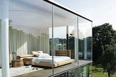 4 Cara Bersihkan Kaca Rumah agar Kinclong