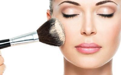 Apakah Cukup Pakai Makeup dengan SPF, Tanpa Sunscreen?