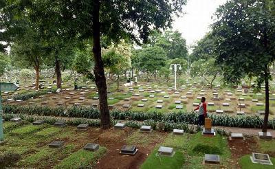 Mulai Senin Mendatang, Anies Baswedan Izinkan Warga Ziarah Kubur