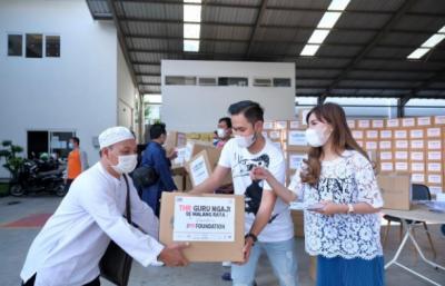 Crazy Rich Malang Sebar THR untuk Ratusan Guru Ngaji dan Takmir Masjid