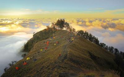 Pendakian Gunung Rinjani Kembali Dibuka Bersama 8 Objek Wisata Alam Lombok