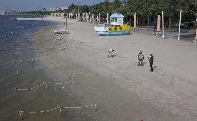 Pantai Ancol Dipasang Tali Pembatas Jaga Jarak, Ini Penampakannya