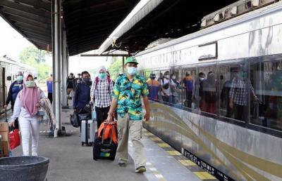 Ingat! KA Jarak Jauh Bukan untuk Mudik, Ini Syarat Penumpang yang Boleh Naik Kereta