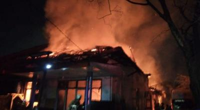 Kebakaran Landa Gudang di Manggarai, 12 Damkar Diterjunkan
