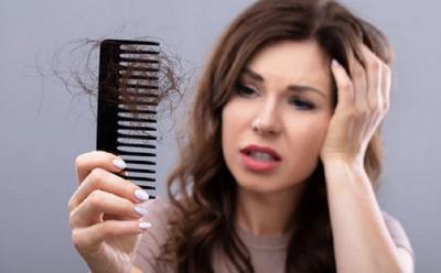 Kesal Rambut Rontok, Atasi dengan 4 Cara Ini