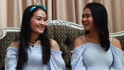 Busana Lebaran Iis Dahlia Dicibir Netizen, Dinilai Salah Kostum!