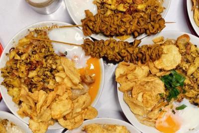4 Bubur Ayam Gerobak Terenak di Jakarta, Topping-nya Melimpah