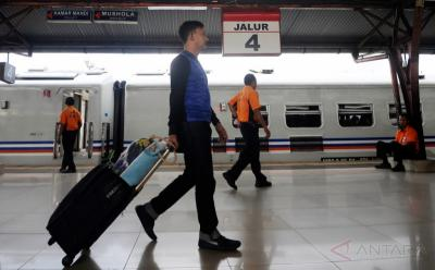Larangan Mudik Berakhir, 12 Ribu Penumpang Naik Kereta Tinggalkan Jakarta