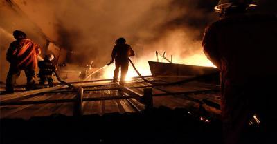 Rumah Bedeng di Cakung Jakarta Timur Terbakar