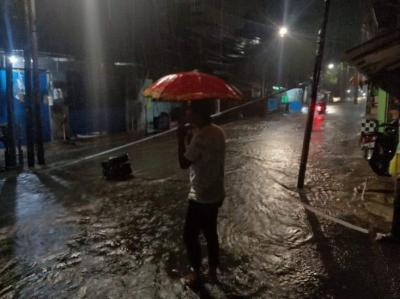 Hujan Deras, Sejumlah Ruas Jalan di Jaksel Tergenang