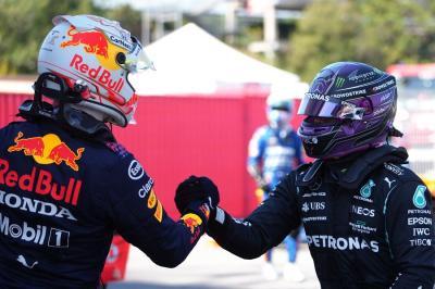 Verstappen Tuntun Hamilton ke Level Lebih Tinggi
