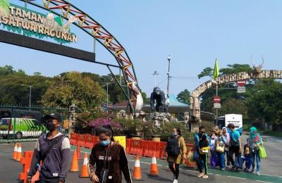 "Dibuka Lagi Hari Ini, Taman Margasatwa Ragunan Langsung ""Diserbu"" 9.814 Wisatawan"