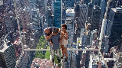 Seru, Lift Kaca Ini Berikan Sensasi Melayang di Udara