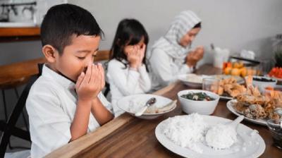 Hukum Baca Bismillah Sebelum Makan, Sunah atau Wajib Ya?