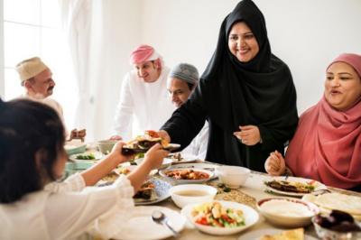 Sebelum Makan Cukup Baca Bismillah atau Lengkap Bismillahirrahmaanirrahim?