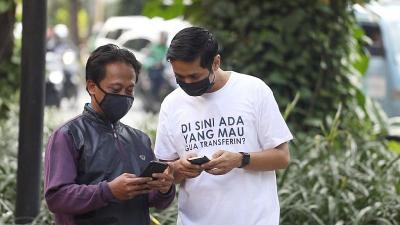 Viral Pria Berkaos di Sini Ada yang Mau Gua Transferin? Netizen: Ini Baru Sultan!