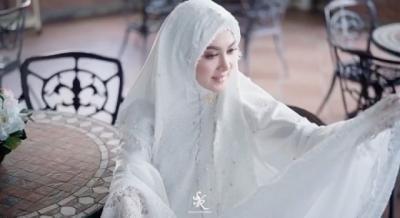 4 Inspirasi OOTD Ukhti Syahrini, Makin Cetar Pakai Hijab