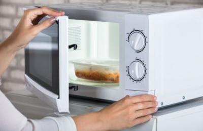 Panaskan Makanan Pakai Microwave, Benarkah Bahayakan Kesehatan?