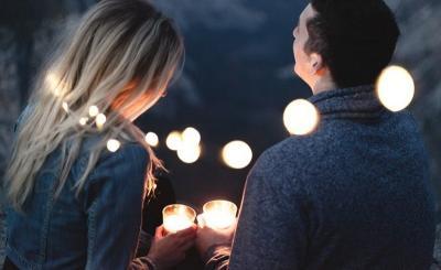 Jatuh Cinta dengan si Dia, Ini Tips Keluar dari Friendzone