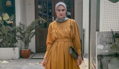 5 OOTD Hijab Zee Zee Shahab, Simpel dan Cantik