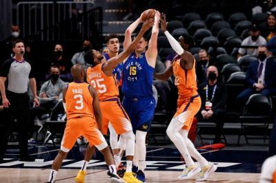 Hasil Semifinal Playoff NBA 2020-2021: Suns Mendekat ke Final, Sixers Balik Pimpin Hawks