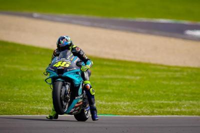 Valentino Rossi Diminta Pensiun, Pengamat MotoGP Ini Tidak Terima