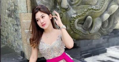 Cantiknya Pramugari dan Model Agung Dara Kenakan Kebaya, Bikin Pangling!