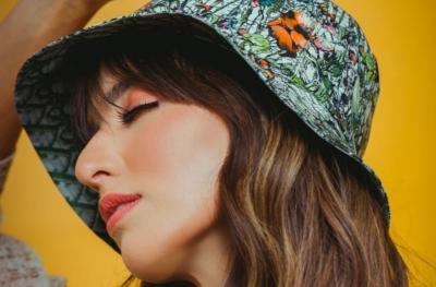 Nia Ramadhani Selfie Menggoda Pamer Bra Oranye, Netizen: Bu Hajah Bajunya