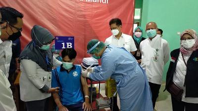 Kasus Covid-19 Melonjak, Jokowi Perintahkan Akselerasi Vaksinasi