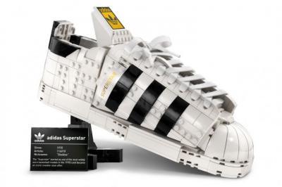 LEGO x Adidas Kolaborasi Hidupkan Kembali Sneaker Superstar