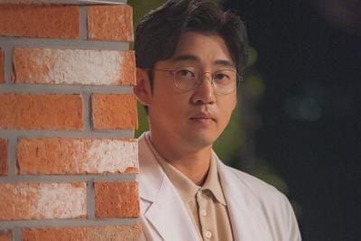 Putus dari Honey Lee, Yoon Kye Sang Pacari CEO Muda