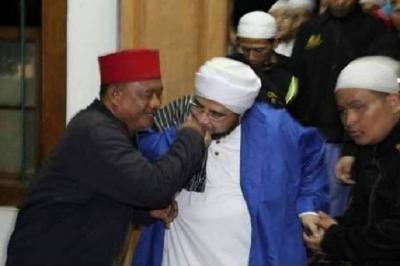 Saat Preman Pemilik Ilmu Kebal Ini Menangis di Hadapan Habib Munzir