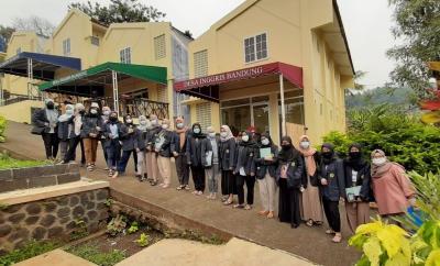 Serunya Mengisi Liburan Sekolah Sambil Belajar di Desa Inggris Bandung