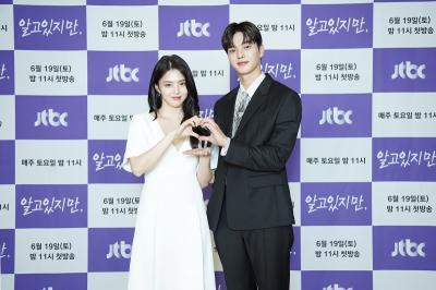 Pertama Kali Bertemu, Song Kang Akui Deg-Degan Lihat Han So Hee