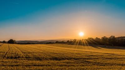 Viral Matahari Terbit dari Utara, Benarkah Tanda Kiamat?