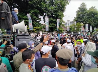 Panas! Ratusan Pendukung Habib Rizieq Minta Bima Arya Dilengserkan