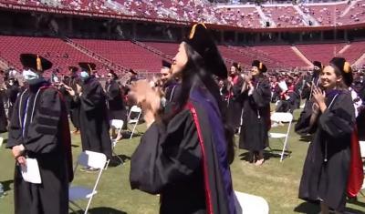 Surat Yunus Bergema Saat Wisuda Maudy Ayunda Lulus S-2 Stanford University