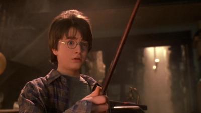 Kacamata dan Tongkat Asli Harry Potter Dilelang untuk Amal
