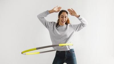 5 Manfaat Hula Hoop untuk Kesehatan, Cepat Turunkan Berat Badan Lho