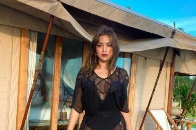 Dirangkul Pria Misterius, Jessica Iskandar dan Vincent Verhaag Jadian?