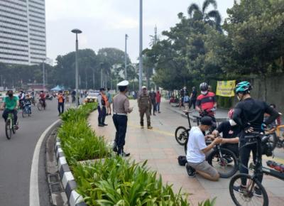 Kawasan Bundaran HI Dipadati Pesepeda, Polisi Turun Tangan