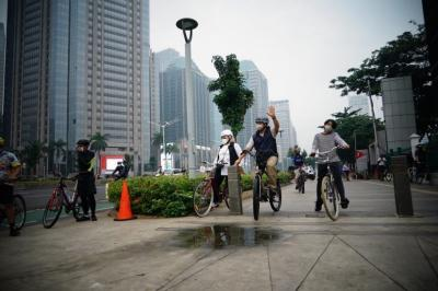 Serunya Anies Bersepeda Bareng Keluarga di Sudirman-Thamrin, Ini Foto-Fotonya