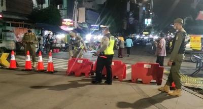 Penampakan Penyekatan yang Dilakukan di Jakarta Malam Ini