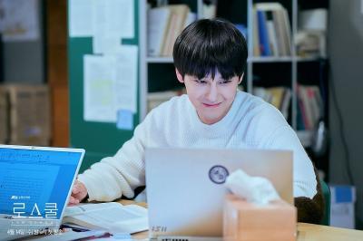 'Lulus' Sekolah Hukum, Kim Bum Pertimbangkan Bintangi Drama Ghost Doctor