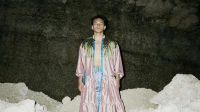 Netizen Terpesona Gaya Manis Jefri Nichol Pakai Dress dan Kalung Mutiara