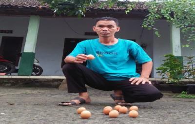 Tradisi Mendirikan Telur Peh Cun di Lasem yang Mulai Langka
