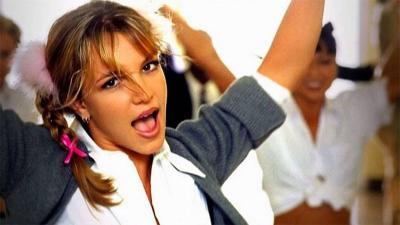 5 Gaya Ikonik Britney Spears Sang Princess of Pop