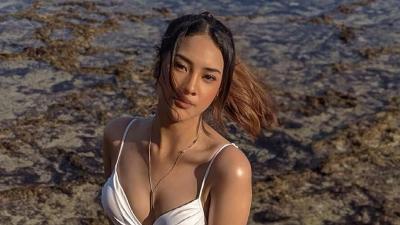 Malam Jumat, Gaya Anya Geraldine Seksi Berbikini Putih Bikin Heboh Netizen
